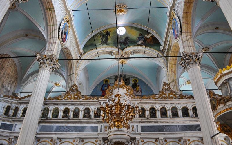 Taksiyarhis-Kilisesi-Ayvalik