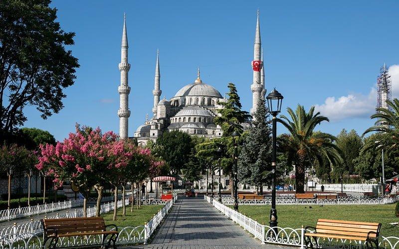 Istanbul-Gezilecek-Yerler-Sultanahmet-Camii