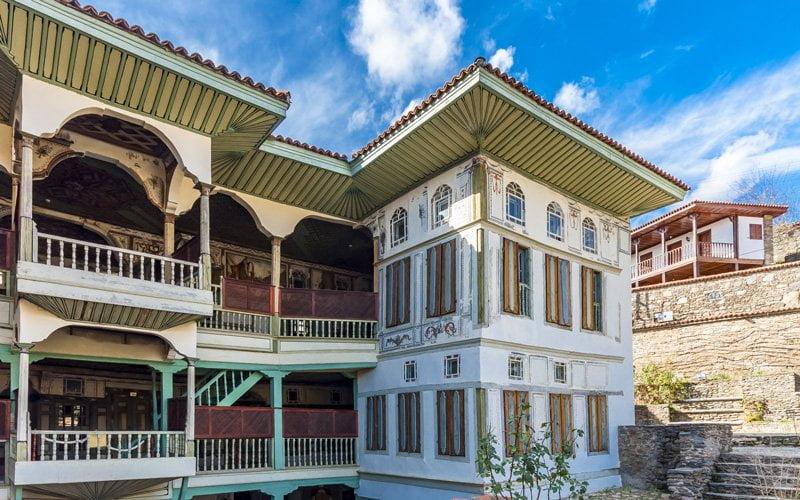 Izmir-Gezilecek-Yerler-Birgi